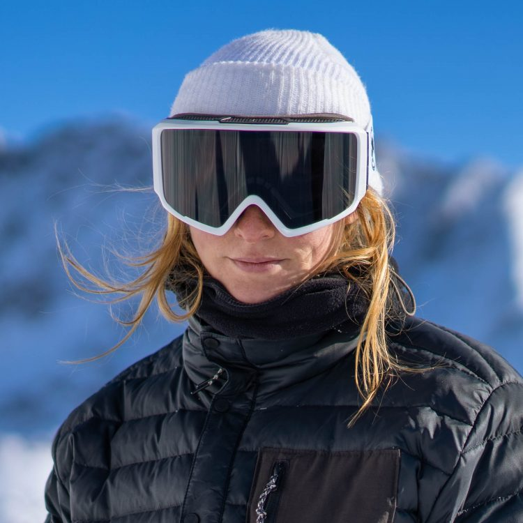Julia enjoying her black magnetic snowboard goggles with a white frame